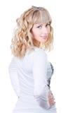 Attraktives blondes lächelndes Frauenportrait Stockfoto