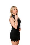 Attraktives blondes Mädchen im Schwarzen Stockfotos