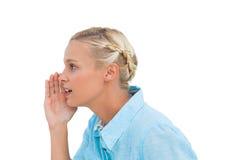 Attraktives blondes Sprechen mit jemand Stockfoto