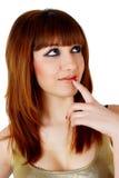 Attraktives denkendes Mädchen mit dem roten Haar Lizenzfreie Stockfotografie