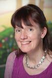 Attraktives fälliges Frauenlächeln Lizenzfreies Stockfoto