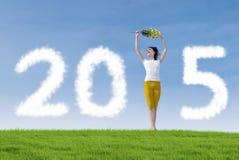 Attraktives Frauentanzen, zum des neuen Jahres zu feiern Stockfotos