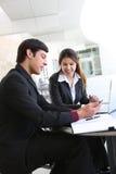 Attraktives Geschäfts-Team im Büro lizenzfreies stockbild