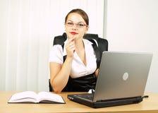 Attraktives Geschäftsfraulächeln Lizenzfreie Stockfotografie
