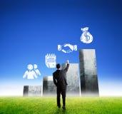 Attraktives Geschäftsmanns schauen und Hand oben Lizenzfreie Stockbilder