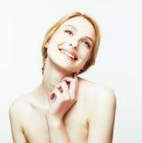 Attraktives glückliches lächelndes junges rotes Haar Dame des Badekurortbildes oben lokalisiert auf Weißabschluß, Lebensstilleute Lizenzfreies Stockbild
