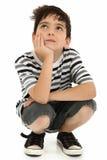 Attraktives Jungen-Kind-Denken Lizenzfreie Stockfotos