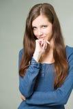 Attraktives junges Brunettekursteilnehmermädchen. Stockbild