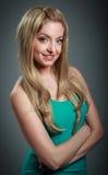 attraktives kaukasisches blondes in 30 Jahre alt Lizenzfreie Stockfotos