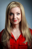 attraktives kaukasisches blondes in 30 Jahre alt Lizenzfreies Stockbild