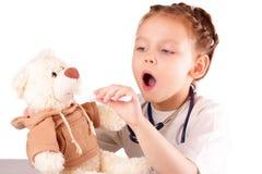 Attraktives kleines Doktormädchen lizenzfreie stockfotografie