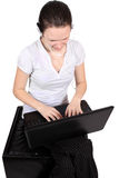 Attraktives Kopfhörermädchen mit Laptop Lizenzfreie Stockfotos