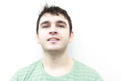Attraktives Lächeln des jungen Mannes Lizenzfreies Stockbild
