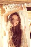 Attraktives lächelndes Mädchen Stockfotografie