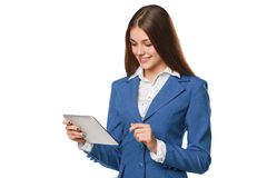 Attraktives lächelndes Mädchen in der blauen Klage unter Verwendung der Tablette Frau mit dem Tabletten-PC, lokalisiert auf weiße Stockfotos