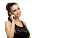 Attraktives Mädchen, das an einem Telefon spricht Lizenzfreie Stockfotografie