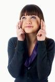 Attraktives Mädchen mit den gekreuzten Fingern lizenzfreie stockfotos