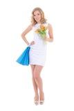 Attraktives Mädchen mit Einkaufstaschen und Blumen Lizenzfreie Stockfotografie