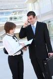 Attraktives Mann-und Frauen-Geschäfts-Team stockfoto
