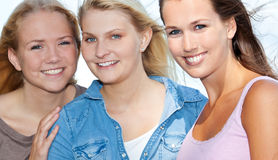 Attraktives Mädchen drei Stockbild