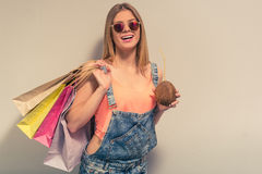 Attraktives Sommermädchen Lizenzfreie Stockbilder