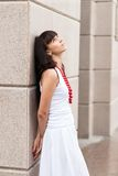 Attraktives trauriges Mädchen mit roten Perlen Lizenzfreies Stockbild