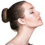 Attraktives weibliches Gesicht mit perfekter Haut Stockfotografie