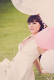 Attraktives weibliches Träumen mit Ballonen Lizenzfreies Stockbild