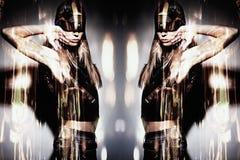 Attraktives Zusammensetzungsfoto der jungen Frau stockfoto