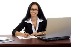 attraktivt affärskvinnaskrivbord henne Arkivfoton