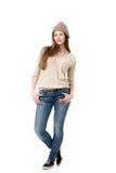 Attraktivt bära för tonårs- flicka som är tillfälligt, värme kläder Royaltyfria Foton