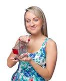 attraktivt barn för kvinna för shoppingtoytrolley Fotografering för Bildbyråer