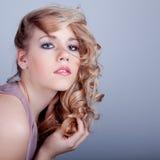 attraktivt barn för kvinna för skönhetframsidahår royaltyfri foto