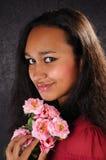 attraktivt blommakvinnabarn royaltyfri fotografi
