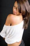 attraktivt brunettkvinnabarn Royaltyfri Bild