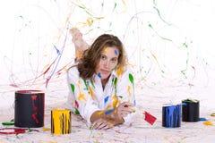 attraktivt färgrikt räknat målarfärgkvinnabarn royaltyfria bilder