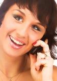 attraktivt kallande cell- som isoleras över vitt kvinnabarn för telefon Fotografering för Bildbyråer