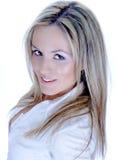 Attraktivt moderiktigt blont Fotografering för Bildbyråer
