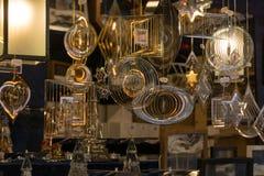Attraktivt och tillverkade beautifully metalliska mobiler som såldes på den utomhus- marknaden arkivbild