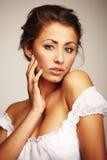 attraktivt ståendekvinnabarn Royaltyfri Foto