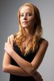 attraktivt ståendekvinnabarn Royaltyfri Bild