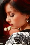 attraktivt ståendekvinnabarn Royaltyfria Foton
