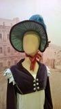 Attrappe, die eine georgische Damenausstattung trägt stockfoto