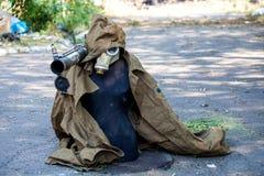 Attrappe, zum von feindlichen Scharfschütze-, Kriegsaktionsnachwirkungen, von Ukraine- und Donbass-Konflikt zu betrügen lizenzfreie stockbilder