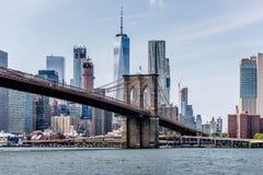 Attraversamento del East River in Manhattan fotografie stock libere da diritti