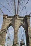 Attraversamento del ponte di Brooklyn fotografie stock