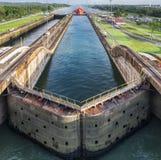 Attraversando through il canale di Panama fotografia stock