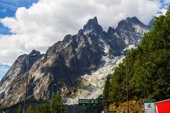 Attraversando through le alpi italiane Fotografia Stock