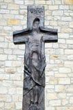 Attraversi nella parte anteriore la chiesa di St Bartholomew in Leutershausen, Germania fotografia stock