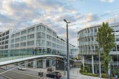 Attraversi sopra la via a Monaco di Baviera, Germania fotografia stock